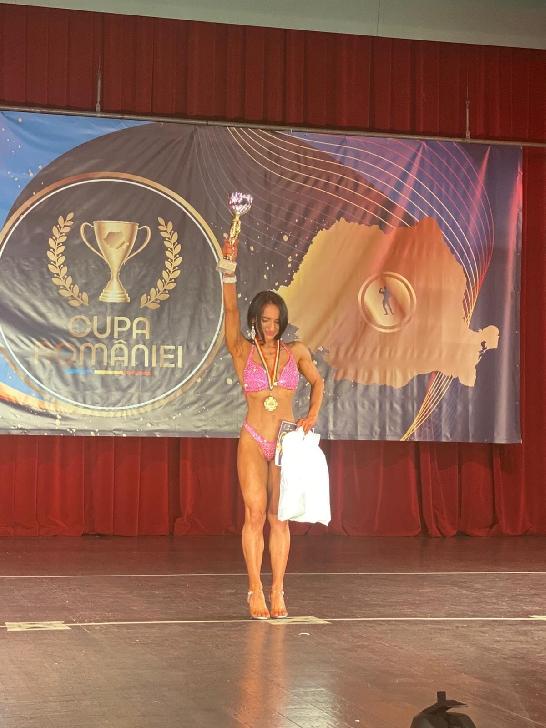 Patricia Matei din Ploieşti, medaliată cu aur la Cupa României şi Cupa Universitară de Fitness şi Culturism