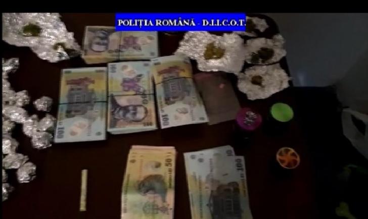 Politistii prahoveni au efectuat perchezitii la persoane bănuite de trafic de droguri de risc (cannabis)