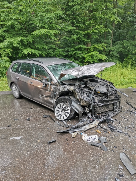 Accident violent la Păuleşti. Trei persoane au fost rănite