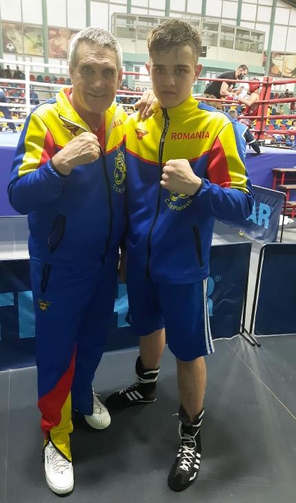 Boxerul Valentin Bîrzan a fost medaliat cu aur la Cupa României pentru Juniori