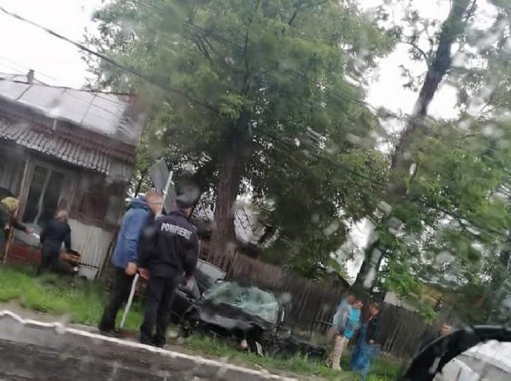Accident rutier la Corlatesti, între o cisternă fără încărcătură şi un autoturism.3 persoane au ajuns la spital