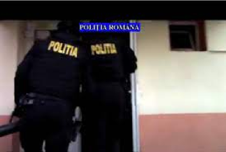 Poliţiştii prahoveni au efectuat percheziţii la locuinţa unei persoane bănuite de trafic de minori