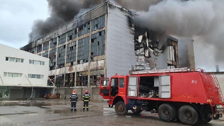 9 maşini de stingere ale ISU Prahova au intervenit, din nou, la incineratorul Eco Burn