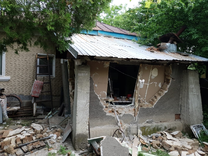 O butelie a explodat în satul Tăriceni. Un tânăr a suferit arsuri de gradul I şi ÎI pe 35% din suprafaţa corpului