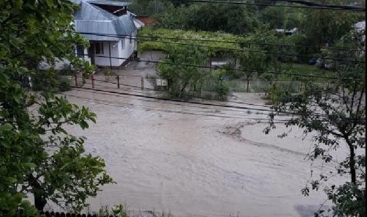 Vremea a făcut prăpăd în Prahova. Inundaţii la Breaza, Câmpina şi Băneşti