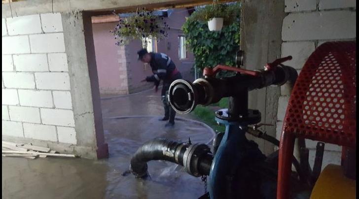 Inundaţii în Prahova. Acţiuni ale pompierilor