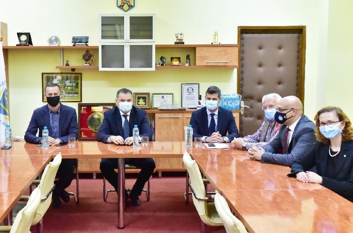 Preşedintele Consiliului Judeţean Prahova, Iulian Dumitrescu, şi ministrul Dezvoltării, Cseke Attila, au convenit ca varianta ocolitoare Băneşti-Valea Doftanei să fie finanţată de CNI