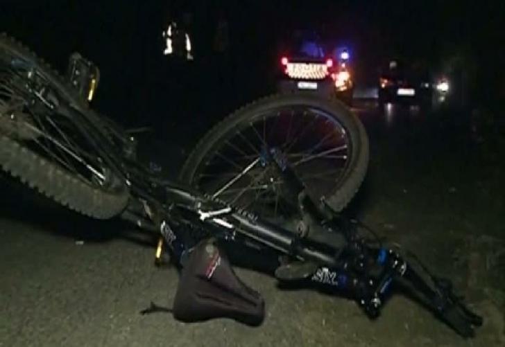În Buşteni, un bărbat a decedat după ce a intrat cu bicicleta într-un stâlp