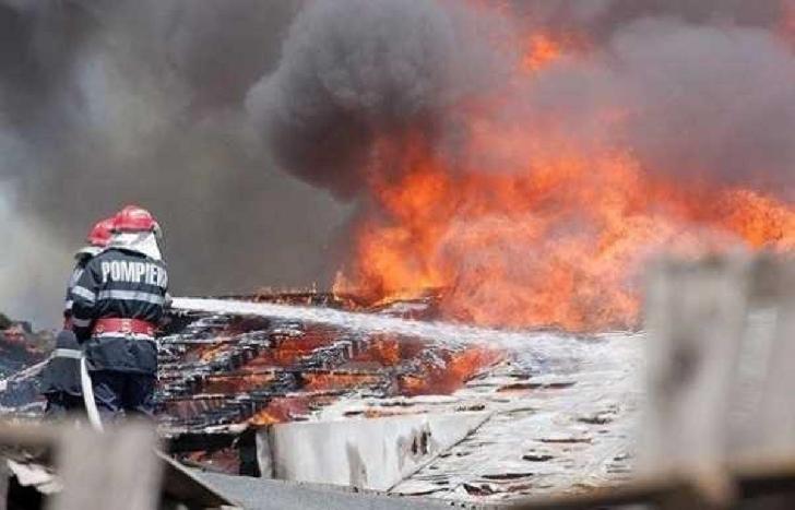 Incendiu violent  la o locuinţă din  Slănic