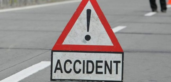 Accident rutier la intersecţia DN 1D cu DJ 100 B. Un bărbat a ajuns la spital