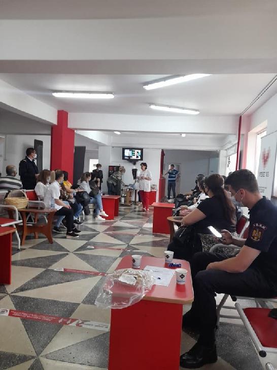 """Peste 500 persoane au donat sânge în cadrul Campaniei umanitare"""" Fii erou, donează viaţă"""""""