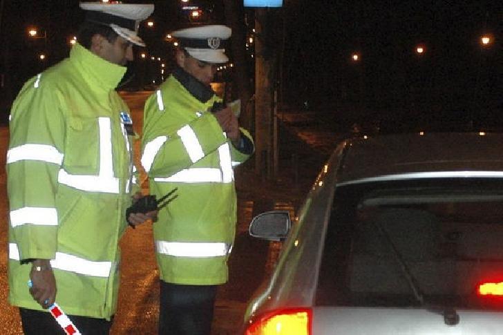 Un prahovean a fost reţinut pentru că a condus fără permis şi a refuzat prelevarea de probe biologice