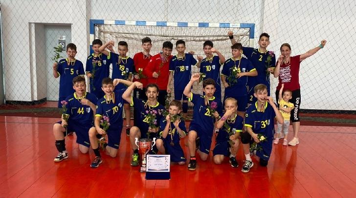 Echipa de handbal juniori IV a CSM Ploieşti, medaliată cu bronz la Turneul Final al campionatului