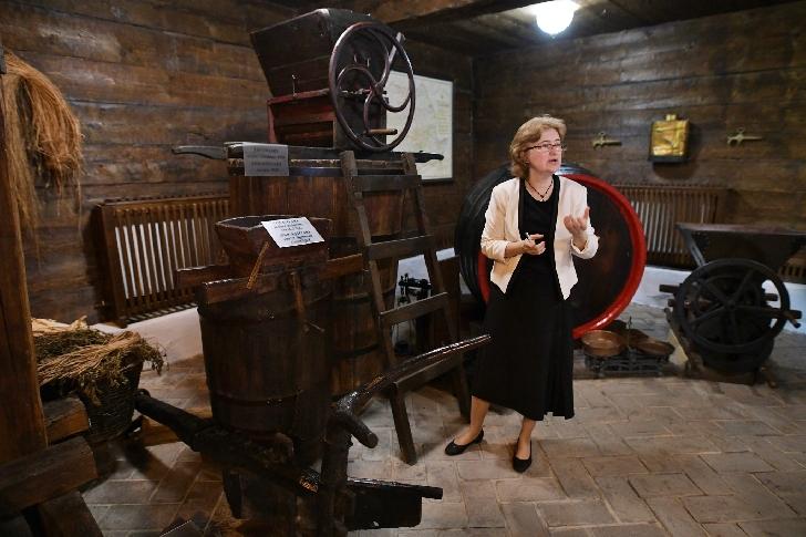 """Emilia Savelovici este dovada vie a faptului că """"omul sfinţeşte locul"""" , la Muzeul """"Crama 1777"""" din Valea Călugărească"""