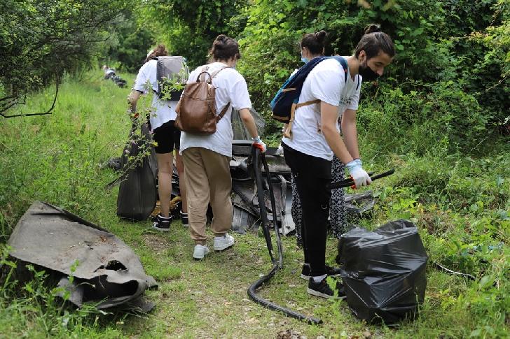 Acţiune de ecologizare pe malurile râului Teleajen, organizată de Ploieşti Shopping City