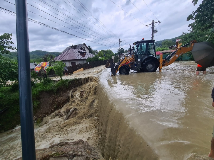 Inundaţiile au făcut prăpăd în judeţul Prahova. Bilanţul pompierilor, după ziua de azi