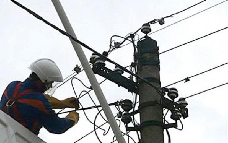 Peste 22.500 prahoveni au rămas fără curent electric