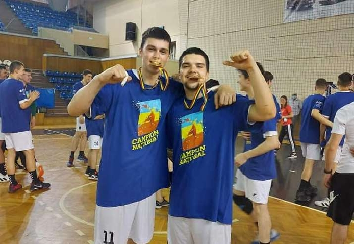 Ploieştenii Eric Moldoveanu şi Bogdan Niculaie au fost convocati în lotul naţional de cadeţi la handbal