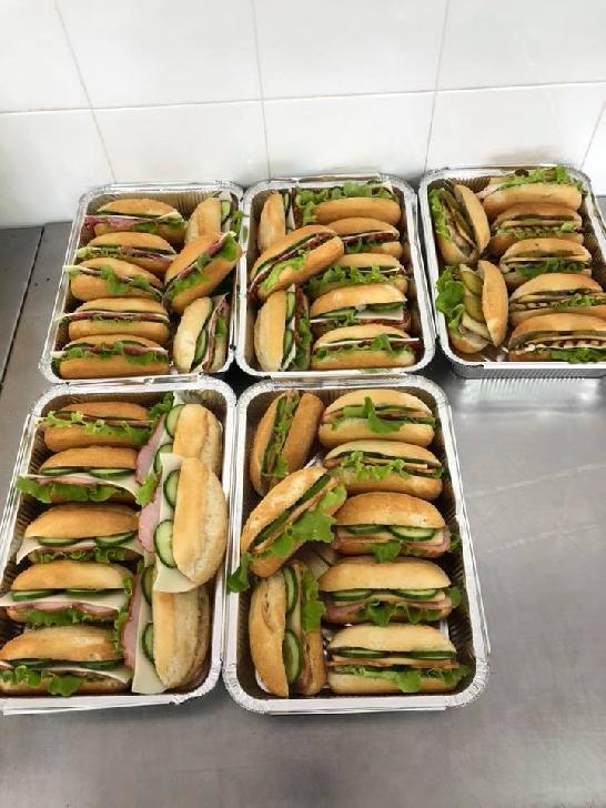 Reci şi Calde s-a mutat în noua casă. Cele mai bune sandvişuri din Prahova le găsiţi la Boldeşti Scăieni