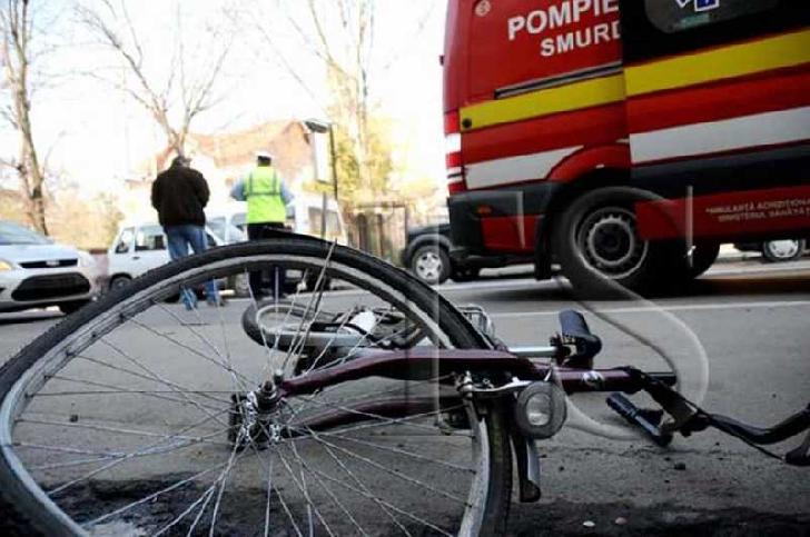 Accident neobişnuit la Teişani. Un biciclist a intrat în copac