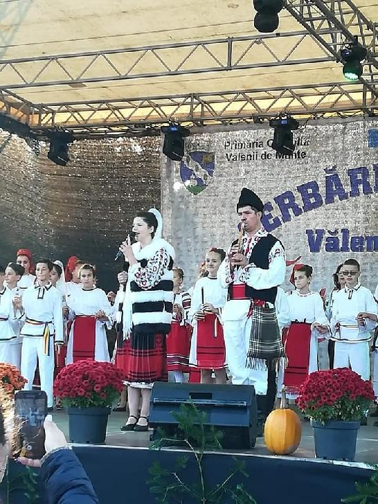 Prahoveni de poveste: De la zidar la mare mester popular! Povestea lui Adrian Mihaiu, din Maneciu, caruia fluierul i-a schimbat viata