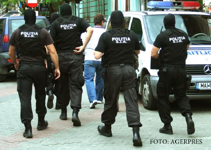 Şapte persoane au fost aduse la audieri la sediul DIICOT Ploieşti, într-un dosar de trafic de minori şi proxenetism