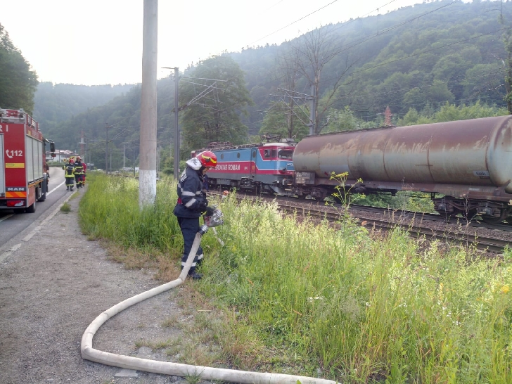 Incendiu la un vagon cisternă la ieşire din Buşteni către Azuga