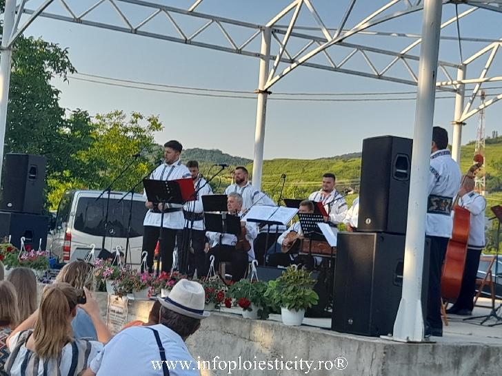 Cel mai bun cor bărbătesc din lume a cântat la Boldeşti Scăieni (foto-video)