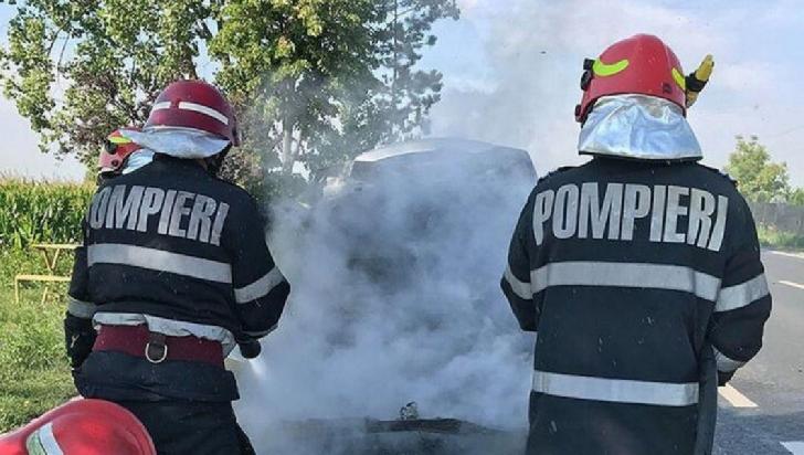La Câmpina, o autoutilitară încărcată cu saltele a luat foc