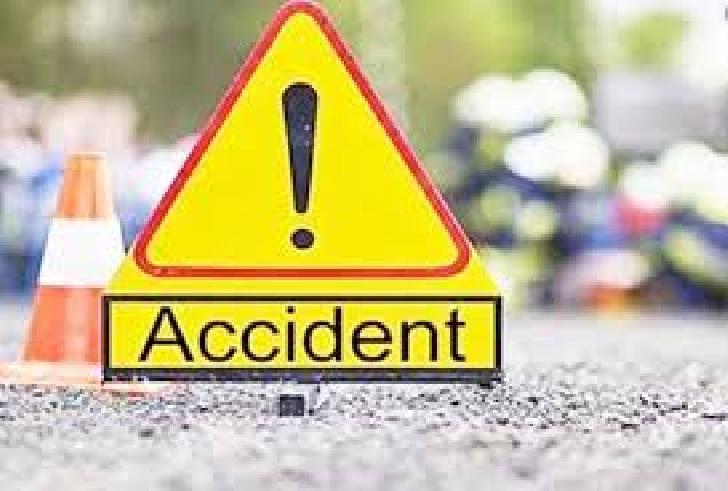 Accident rutier la Zalhanaua. Un autoturism s-a oprit într-un stâlp din incinta unui peco