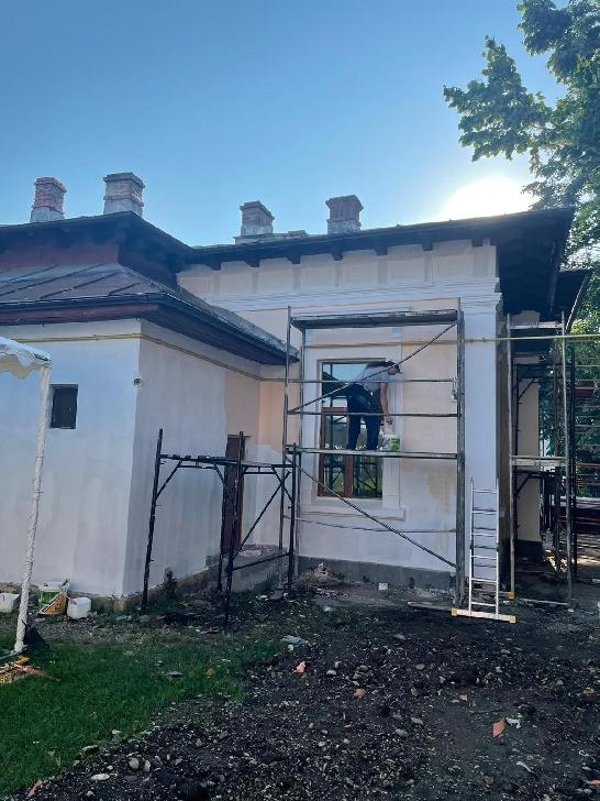 Primăria municipiului Ploieşti derulează un program de reparaţii curente, la nivelul unităţilor de învăţământ preuniversitar din oraş
