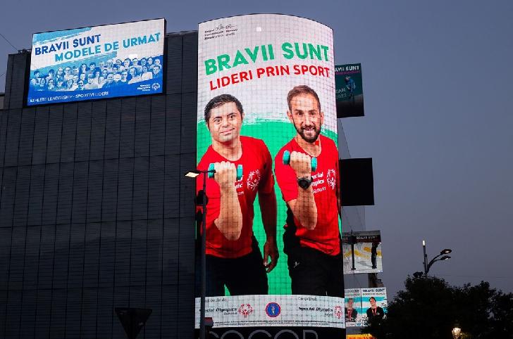 Facem Revoluţia Incluziunii! Clădiri emblematice din Bucureşti şi din ţară au fost iluminate în roşu în semn de incluziune pentru persoanele cu dizabilităţi intelectuale