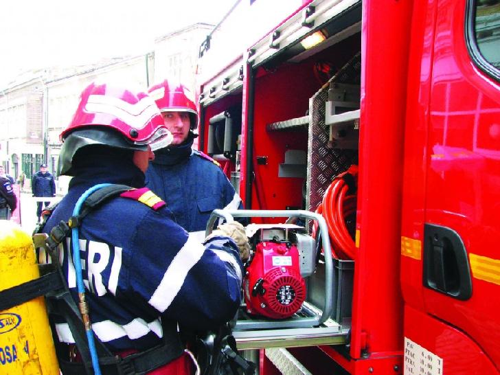Incendiu la o casă particulară din comuna Sângeru. Nu au existat victime