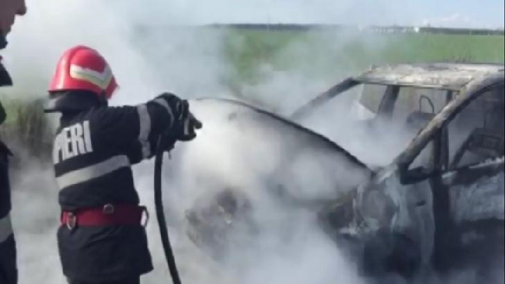 Un autoturism a luat foc în Urlaţi. Nu au existat victime