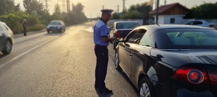 ACŢIUNI ALE POLIŢIŞTILOR RUTIERI PRAHOVENI.Amenzi de peste 12 800 lei