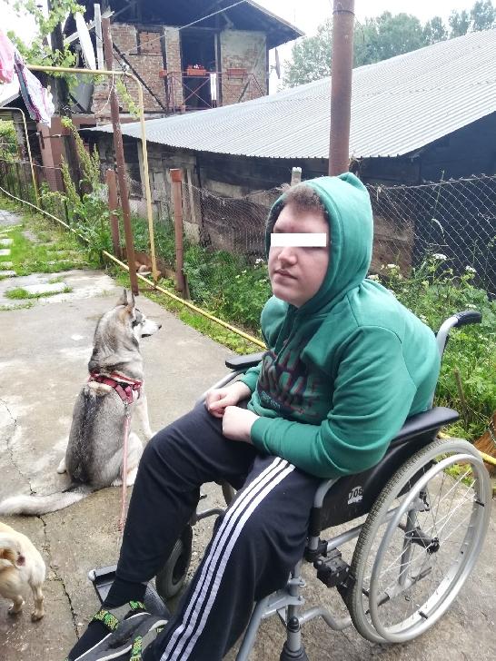 Un tânăr în vârstă de 17 ani din Câmpina are nevoie de AJUTORUL NOSTRU. Este diagnosticat cu Distrofie musculară progresivă de tip Becker
