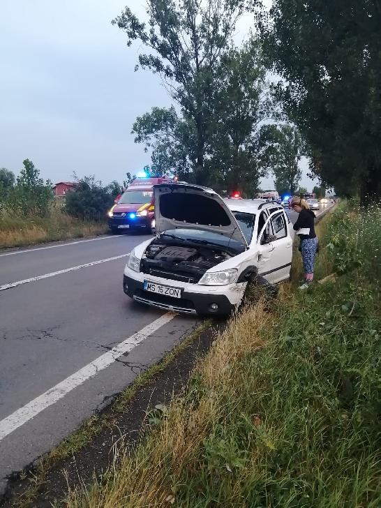Accident rutier în Albeşti-Paleologu, între două autoturisme şi o autoutilitară