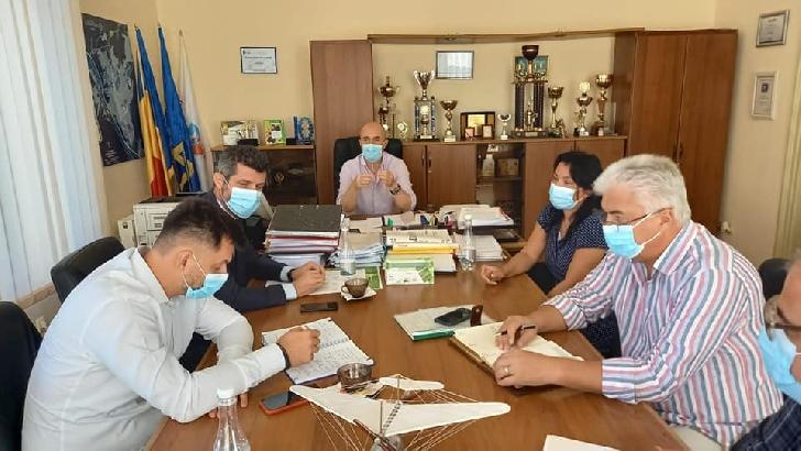 Prefectul judeţului Prahova a fost la  Câmpina pentru a se asigura că populaţia beneficiază de apă potabilă