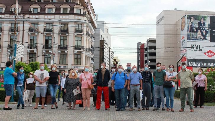 Protest privind criza gunoiului, la  Ploieşti. Primarul municipiului invită organizatorii la discuţii