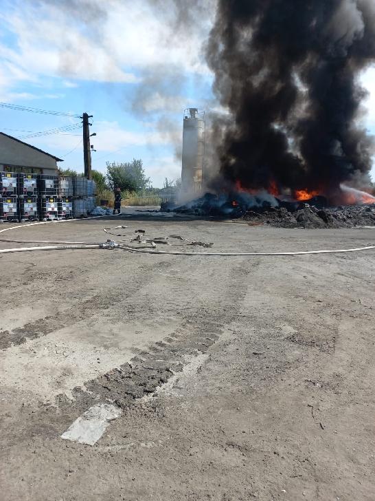 Incendiu la deşeuri din plastic în comuna Albeşti - Paleologu