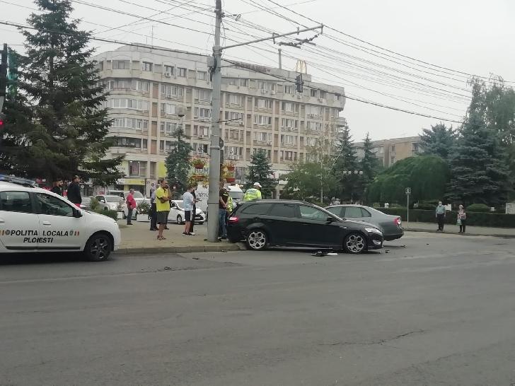Accident rutier în centrul Ploiestiului. Coliziune  între două autoturisme
