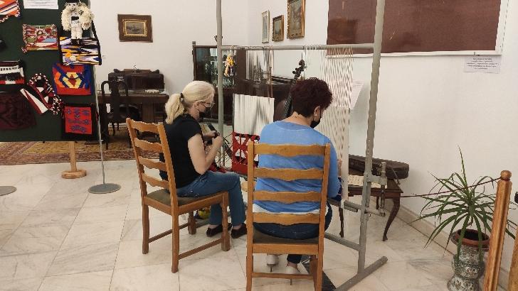 Penitenciarul de Femei Ploieşti – Târgşorul Nou, în colaborare cu Muzeul Judeţean de Istorie şi Arheologie Prahova a organizat o expoziţie cu obiecte artizanale cu specific tradiţional