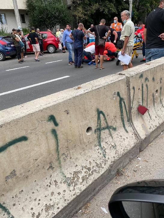 Accident rutier pe Bulevardul Bucureşti. Un minor a fost acroşat de un autoturism