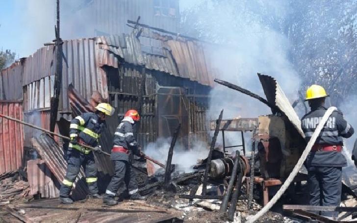 Incendiu la fosta şcoală din satul Moara