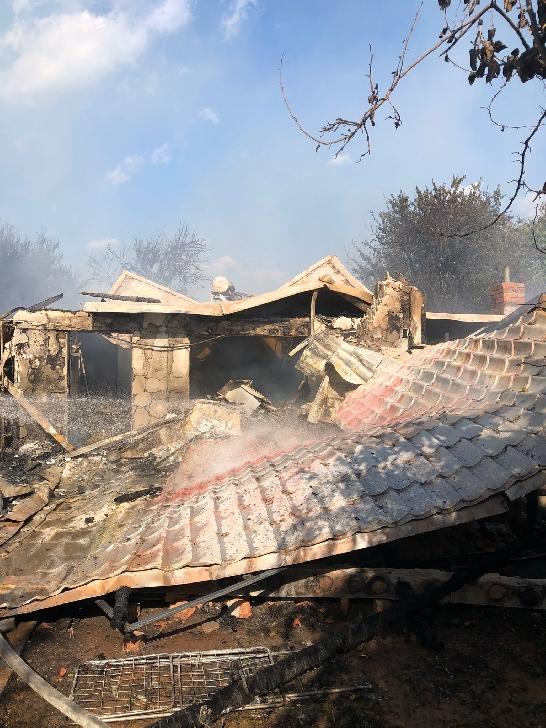 Incendiu la trei case din Băicoi