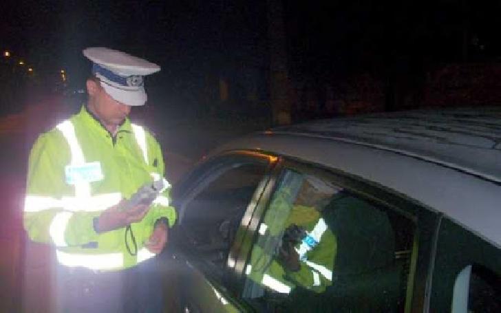 Un şofer drogat şi beat a fost prins de poliţiştii din Mizil