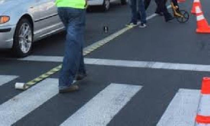 Accident rutier în centrul Ploieştiului. Un bărbat a fost acroşat de un autoturism