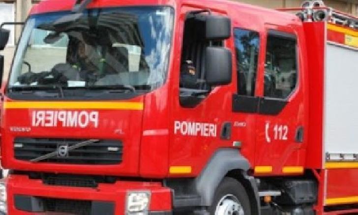 Incendiu într-o cameră a unei case particulare din Ploieşti