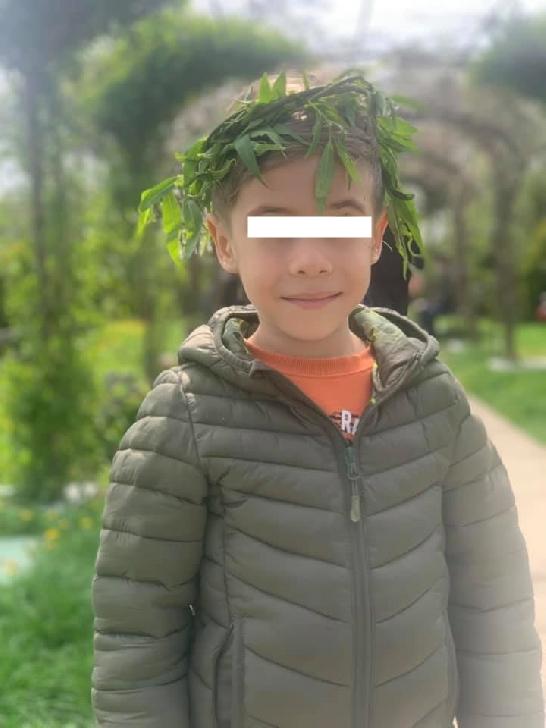 Hai să-l ajutăm pe Vladimir. La numai 5 ani şi 6 si 8 luni lupta pentru a-si pastra vederea la ochiul drept. Vezi diagnosticul aici