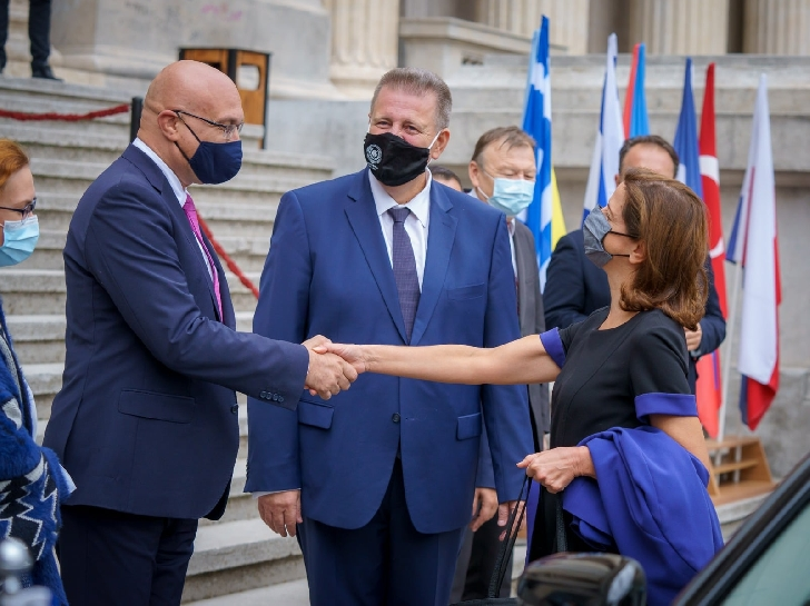 """Personalitati elene importante au fost participat  la """"ALFABETUL CONVIEŢUIRII"""" PLOIESTI 2021"""
